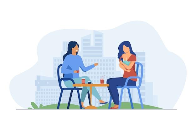 Mulheres alegres, sentadas no café com o recém-nascido. bebê, mãe, ilustração plana de mama. maternidade e lactação Vetor grátis