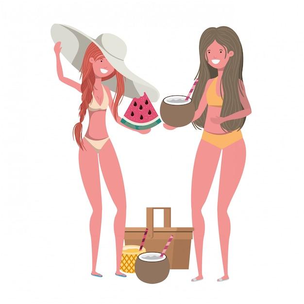 Mulheres com maiô e frutas tropicais na mão Vetor grátis