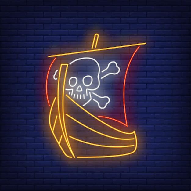 Navio pirata com caveira e ossos cruzados em sinal de néon de vela Vetor grátis
