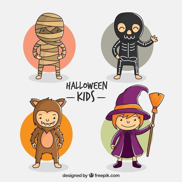 Nice desenhado à mão as crianças o dia das bruxas vestidas Vetor grátis