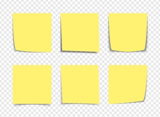 Notas de nota pegajosa amarela realista isoladas no branco. lembretes de papel colante quadrado com sombras Vetor Premium