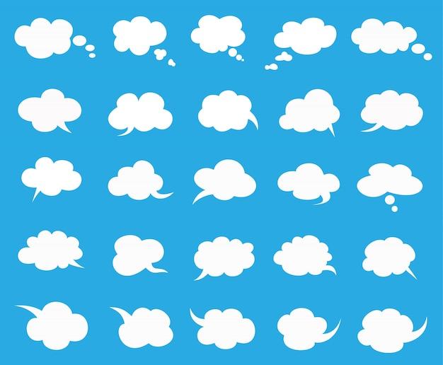 Nuvens brancas falam bolhas em azul Vetor Premium