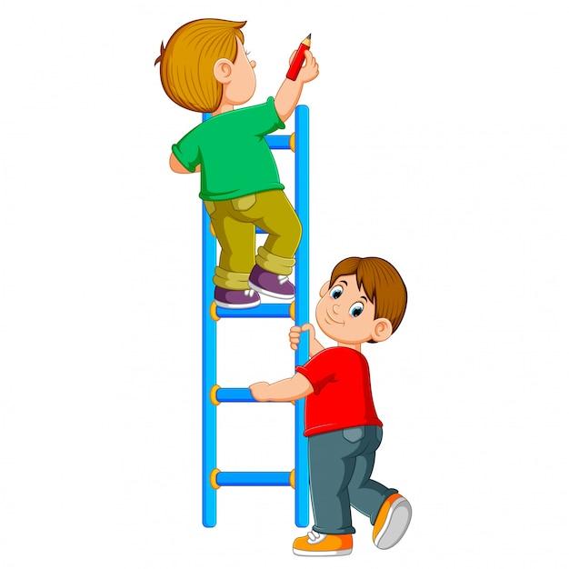 O menino está escrevendo no ledder e seu amigo está segurando Vetor Premium