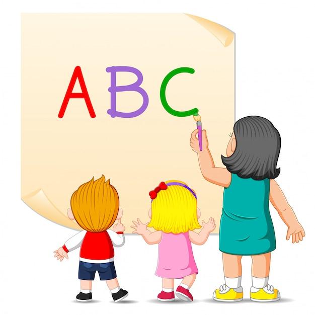O professor está ensinando o alfabeto para as crianças Vetor Premium