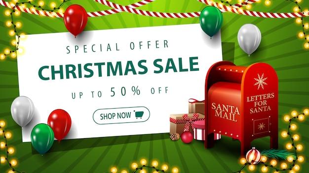 Oferta especial de natal com desconto de até 50% no banner de desconto verde com balões Vetor Premium