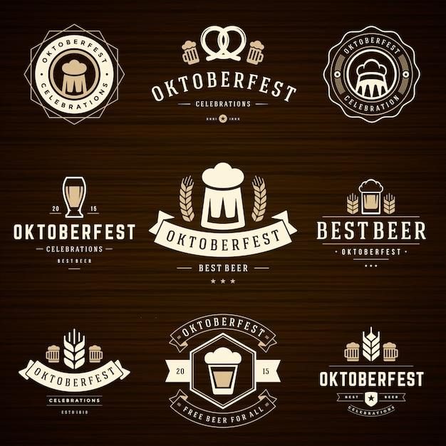 Oktoberfest emblemas e etiquetas definir modelos tipográficos vintage Vetor Premium