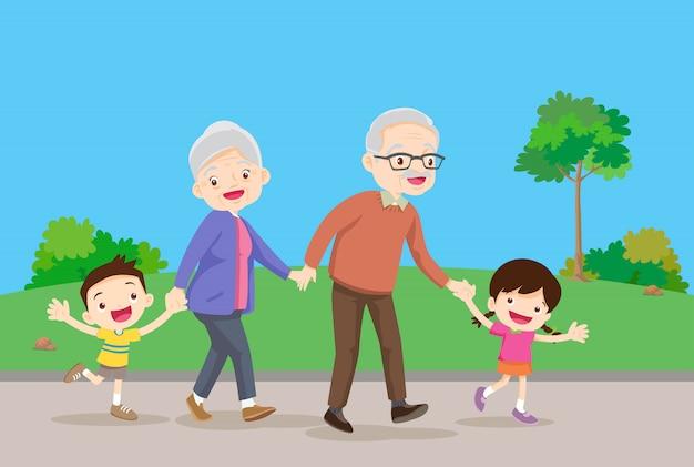 Os avós com crianças são caminhantes no parque Vetor Premium