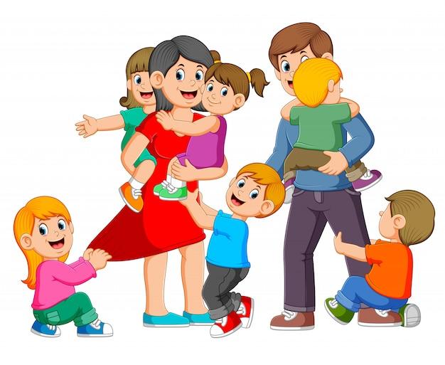 Os pais estão brincando com seus filhos e eles estão felizes Vetor Premium