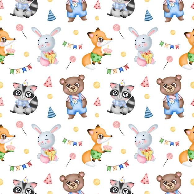 Padrão sem emenda de animais da floresta bonito aniversário dos desenhos animados sobre um fundo branco. festa de aniversário com raposa, coelho, guaxinim e urso Vetor Premium