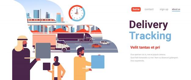 Página de destino do acompanhamento de entregas com pessoas árabes Vetor Premium