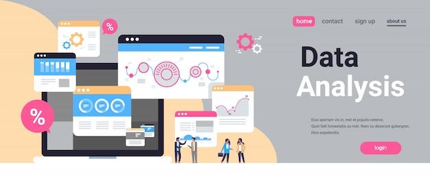 Página inicial ou modelo de web com ilustração, tema de grande volume de dados Vetor Premium