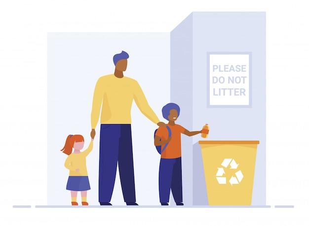 Pai com crianças jogando lixo na lixeira Vetor grátis