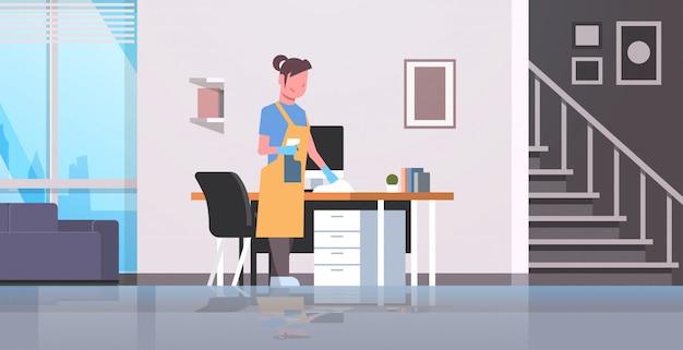 Palavras-chave: housewife tabela mesa computador mulher com espanador limpeza moderno trabalho fêmea espanador limpeza housework moderno apartamento conceito interior caráter fêmea Vetor Premium
