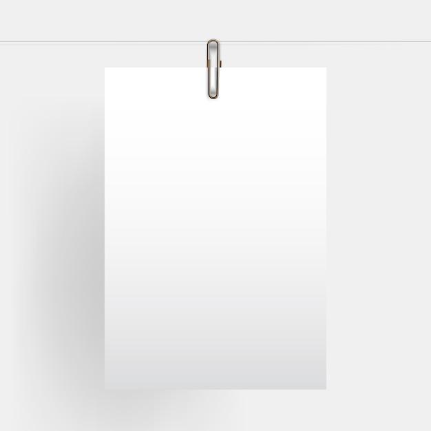 Papel vertical em branco pendurado realista simulado acima com clipe de papel dourado Vetor Premium