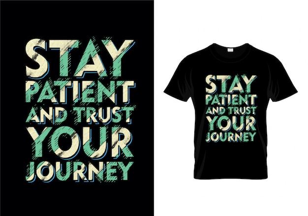 Permaneça paciente e confie sua tipografia da viagem camiseta Vetor Premium