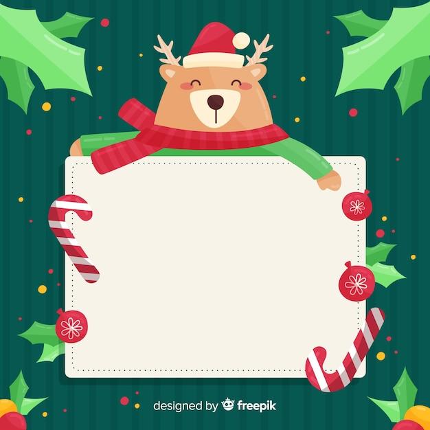 Personagem de natal segurando o cartão vazio branco Vetor grátis