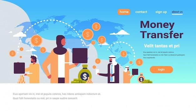 Pessoas árabes usando banner de transferência de dinheiro de aplicativo de pagamento global Vetor Premium