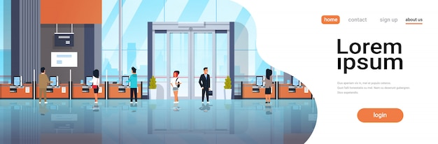 Pessoas clientes usando máquinas de autoatendimento Vetor Premium