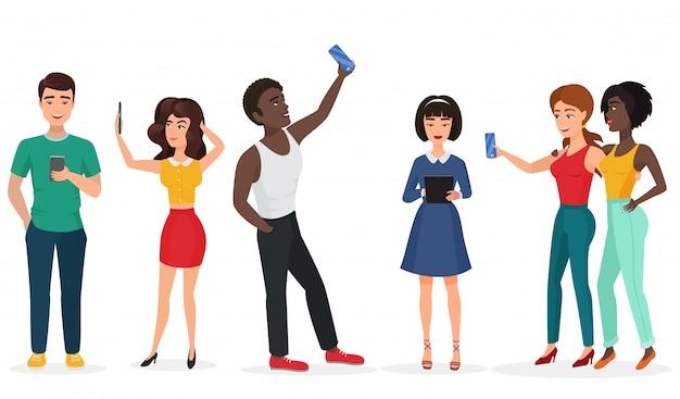 Pessoas com gadgets fazendo selfie. rapazes e meninas, comunicando-se por telefone e tablets. ilustração em vetor dos desenhos animados Vetor Premium