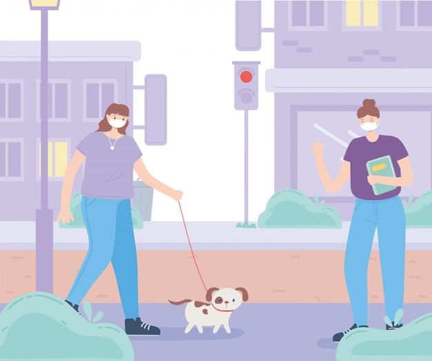 Pessoas com máscara facial médica, mulher com cachorro e garota com livro mantêm distância, atividade da cidade durante o coronavírus Vetor Premium