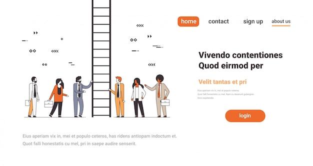 Pessoas de negócios perto de escada subindo carreira escada conceito maneira novas oportunidades bem sucedida trabalho em equipe linha cópia espaço horizontal Vetor Premium