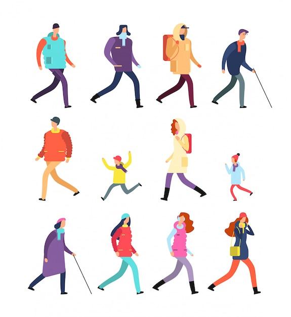 Pessoas em roupas de inverno. desenho animado homem e mulher, adolescentes e crianças andando na estação fria. conjunto de caracteres de inverno Vetor Premium