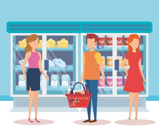Pessoas na geladeira de supermercado com produtos Vetor grátis