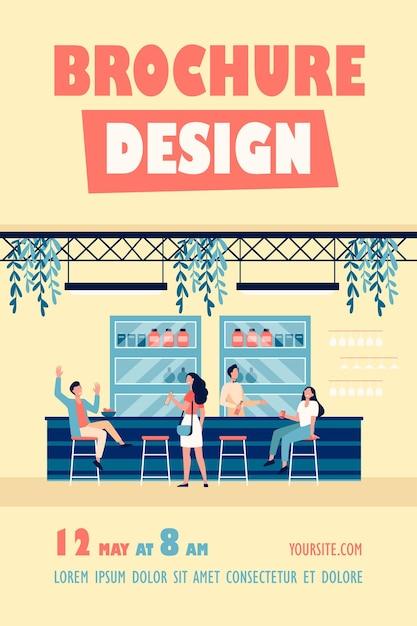 Pessoas se encontrando em um café, bebendo cerveja em um bar, sentando à mesa ou no balcão e conversando sobre modelo de folheto Vetor grátis