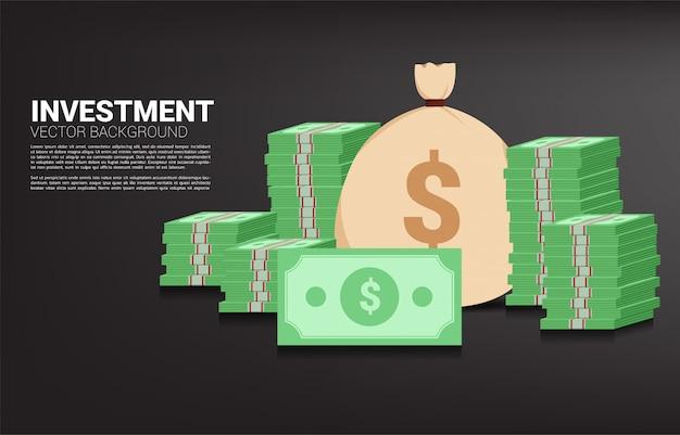Pilha de notas com saco de dinheiro. conceito de investimento de sucesso e crescimento nos negócios Vetor Premium
