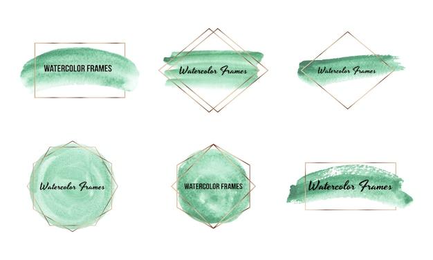 Pincel verde derrame textura aquarela com molduras poligonais ouro. forma geométrica com mão desenhando lavagens em aquarela. Vetor Premium