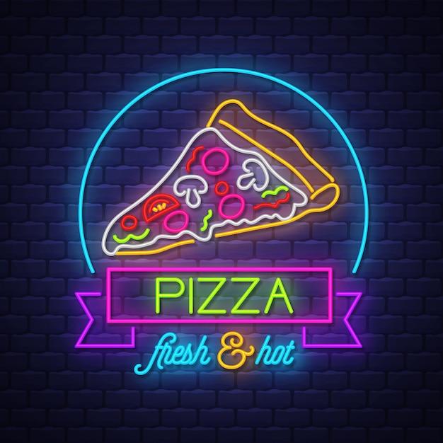 Pizza neon sign vector no fundo da parede de tijolo Vetor Premium