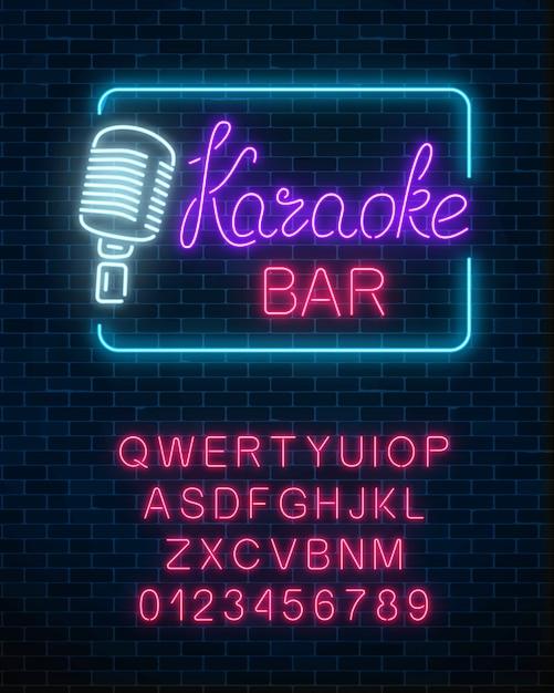 Placa de néon da barra de música de karaokê com alfabeto. Vetor Premium