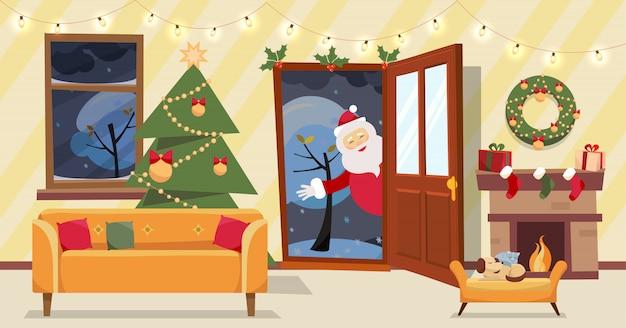 Porta aberta e janela com vista para as árvores cobertas de neve. árvore de natal, presentes em caixas e móveis, coroa de flores, lareira dentro. papai noel olha pela porta, trouxe presentes. vetor plana dos desenhos animados Vetor Premium