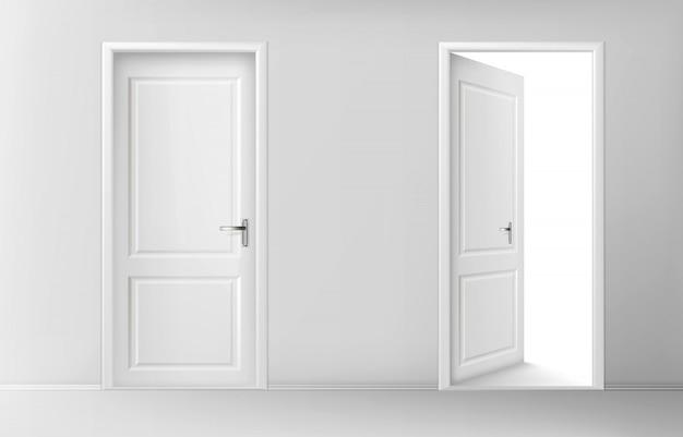 Portas de madeira brancas abertas e fechadas Vetor grátis