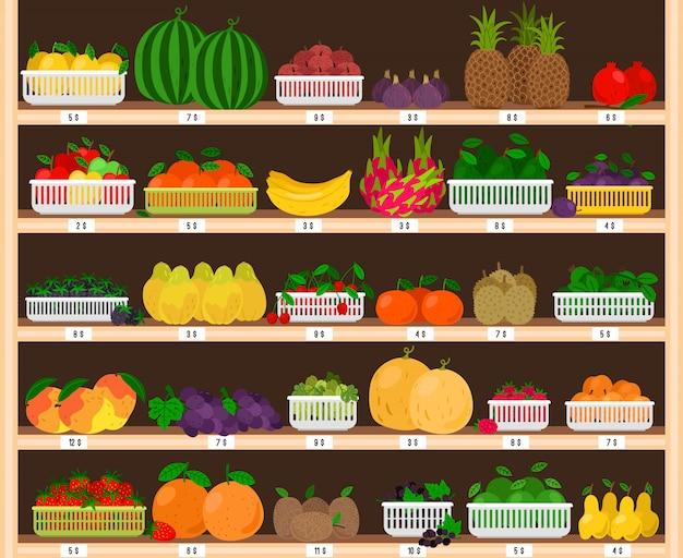 Prateleiras de supermercado de frutas. interior de loja de fazenda de alimentos com vitrine de frutas, mercearia fresca com eco maduras maçãs e morangos, fruta do dragão e abacaxi Vetor Premium