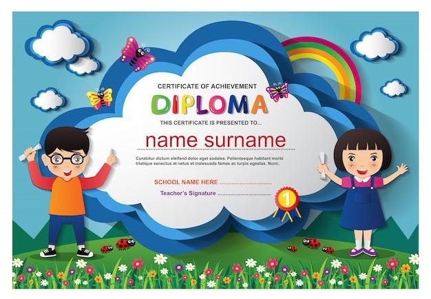Pré-escolar crianças meninos e meninas certificado de diploma Vetor Premium