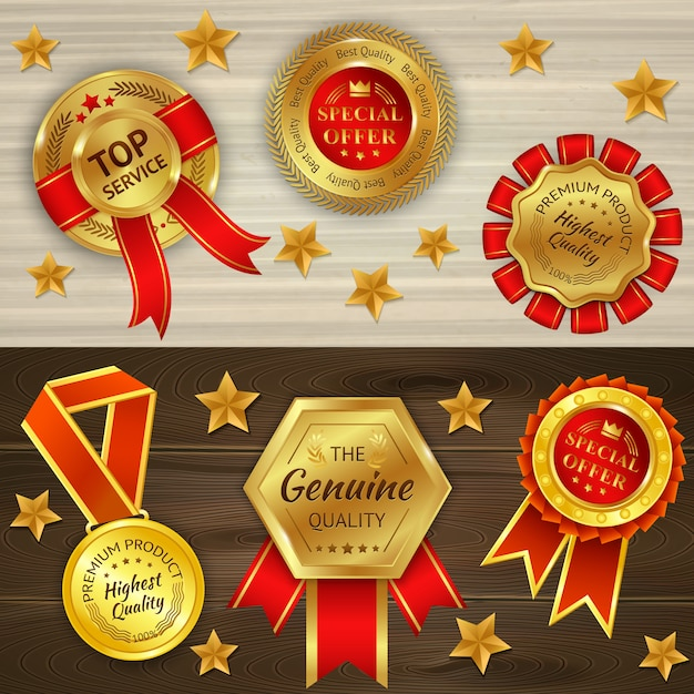 Prêmios realistas em plano de fundo texturizado de madeira com medalhas de ouro vermelhas e estrelas isoladas Vetor grátis