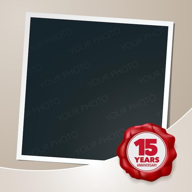 Projeto de modelo de 15 anos de aniversário com colagem de moldura de foto e selo de cera para o 15º aniversário Vetor Premium