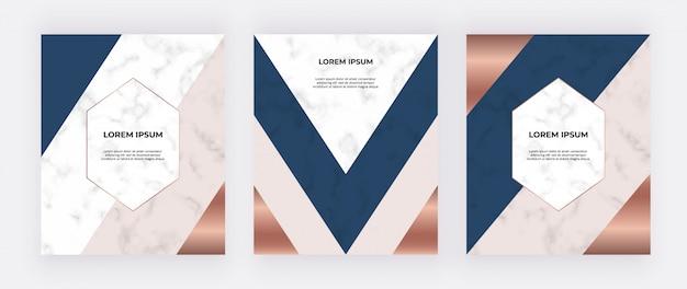 Projeto geométrico com triângulos rosa, azuis e dourados sobre a textura de mármore. Vetor Premium