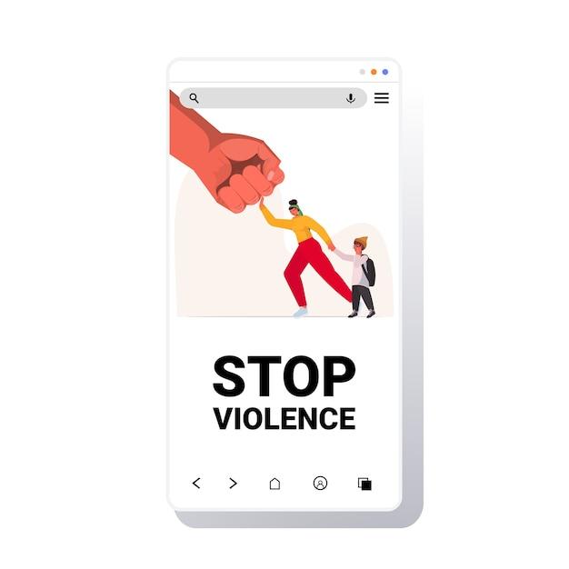 Punho grande ameaça mulher e mãe bebê protege a criança do perigo impede violência doméstica e agressão tela do smartphone Vetor Premium