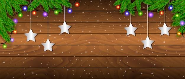 Quadro criativo feito de galhos de pinheiro de natal em fundo de madeira com luzes de natal. tema de natal e ano novo Vetor Premium