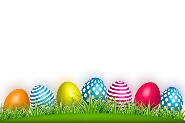 Realista decorado ovo de páscoa grama verde Vetor Premium