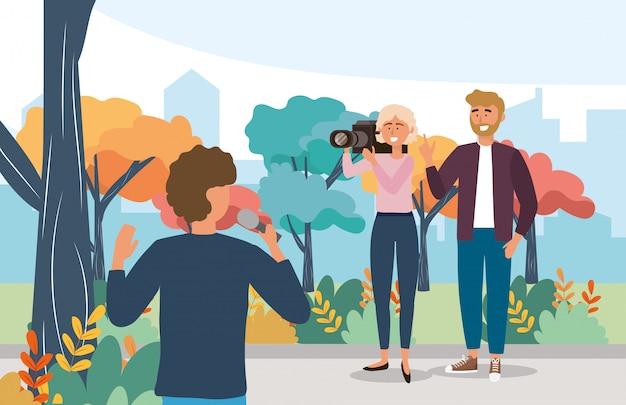 Repórter homem, com, equipamento microfone, e, câmera, mulher Vetor Premium