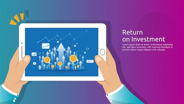 Retorno sobre o investimento, conceito de oportunidade de lucro. setas de crescimento de negócios para o sucesso com a mão segure a tela do tablet. gráfico gráfico aumentar e crescer planta de moedas de dólar. Vetor Premium