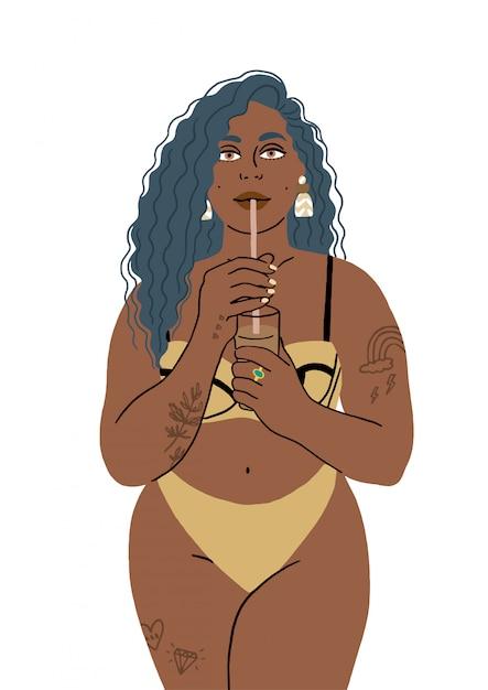 Retrato de uma mulher bebendo de um canudo em um maiô na praia. Vetor Premium
