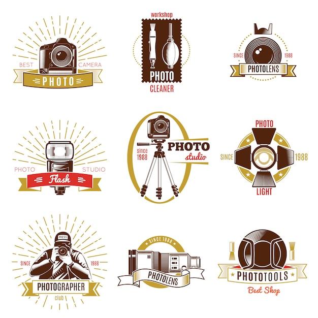 Rótulo de fotógrafo retrô conjunto com títulos diferentes de fitas de ouro e vermelho sobre o tema fotografia Vetor Premium