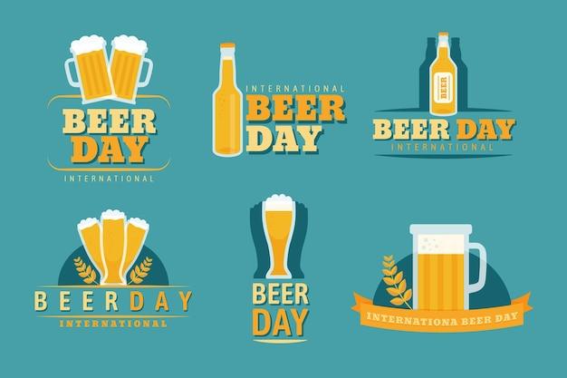 Rótulos de dia internacional da cerveja de design plano Vetor Premium