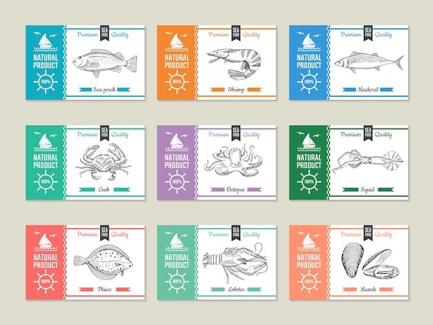 Rótulos de frutos do mar. modelo de design com ilustrações de mão desenhada de peixes e outros frutos do mar Vetor Premium