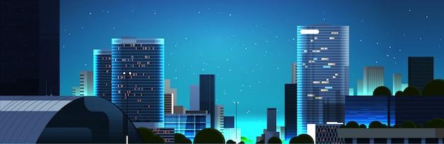 Rua do centro da cidade vazia ao pôr do sol sem pessoas e carros noite paisagem urbana plano de fundo horizontal Vetor Premium