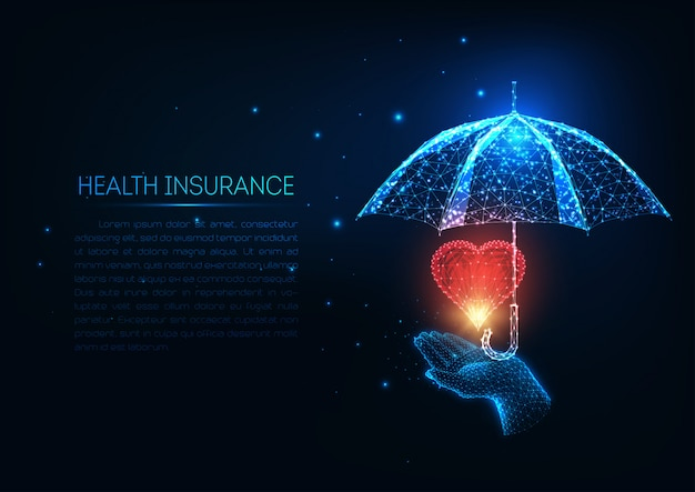 Seguro de saúde futurista com mão humana baixa poligonal brilhante, coração vermelho e guarda-chuva. Vetor Premium